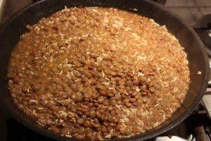 Mejadra - Lentils & Rice cooking