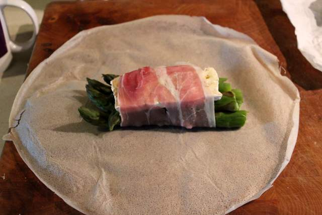 Asparagus, Camembert & ham on brick pastry